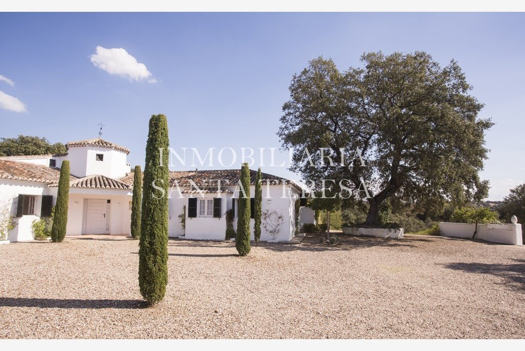 Casas de campo y fincas inmobiliaria santa teresa for Casa de campo la reina